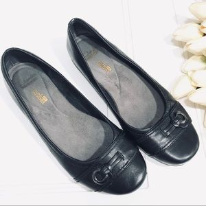 Clarks Collection Black Comfort Flats Size 7.5